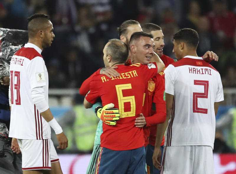 Spain snatch late draw with Morocco to top group
