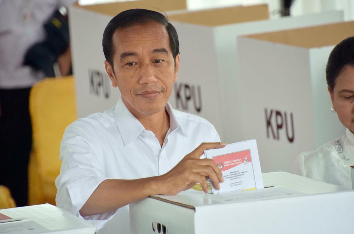 Joko Widodo casting his ballot on April 17.