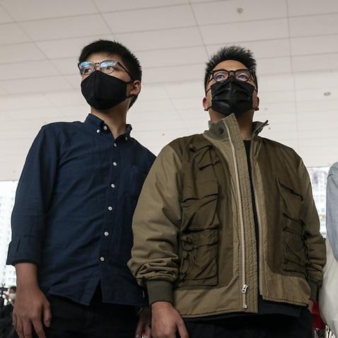 Joshua Wong(L)、Ivan Lam(C)、およびAgnes Chow(R)が先月西九龍裁判所の建物に到着しました