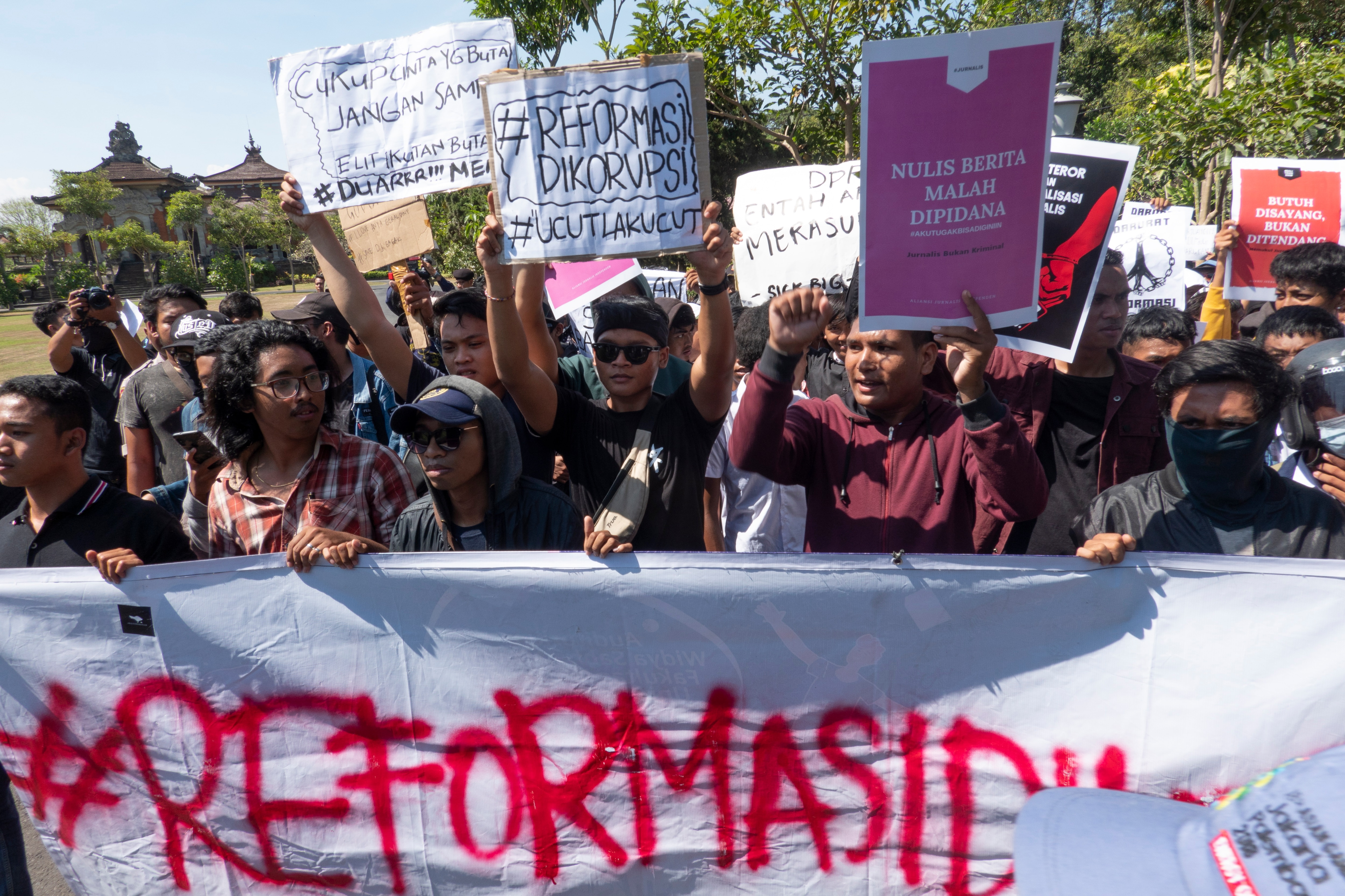 Hundreds arrested after fresh Indonesia legal-reforms protests