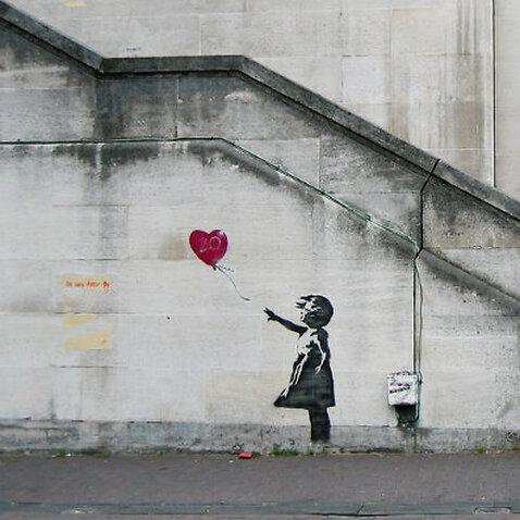 Banksy's girl with Ballon Mural