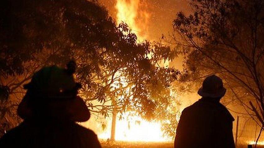 山 鎮火 オーストラリア 火事