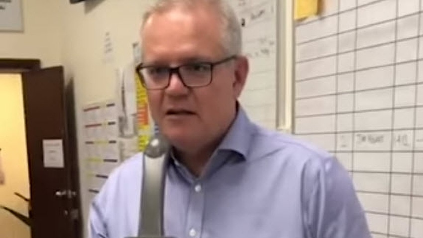 Scott Morrison visits NSW RFS control centre to say 'thanks for everything they're doing'