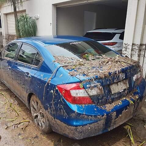 สภาพรถของคุณชินภา ลิ้มอภิชัยธนศาล ชาวไทยในทาวส์วิลล์ หลังน้ำท่วมลดระดับ (Supplied)