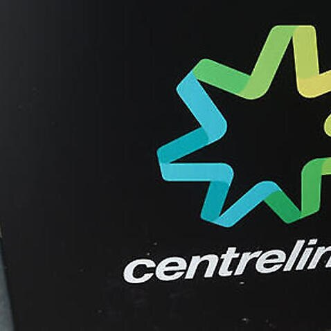 People stand outside a Centrelink office in Brisbane, Monday, March 21, 2016. Public Servants at Federal Governments department have begun striking nationwide after failed pay negotiations. (AAP Image/Dan Peled) NO ARCHIVING