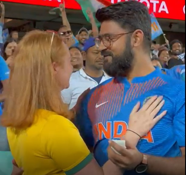 Man proposes during second ODI