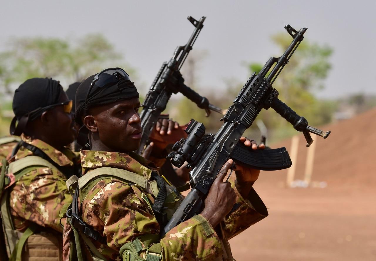 Malian soldiers take part in training at the Kamboins general Bila Zagre military camp near Ouagadougo in Burkina Faso on April 12, 2018.