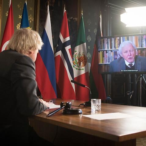 ボリス・ジョンソン首相は、国連安全保障理事会の会合でデイビッド・アッテンボロー卿のビデオ演説を見ています。